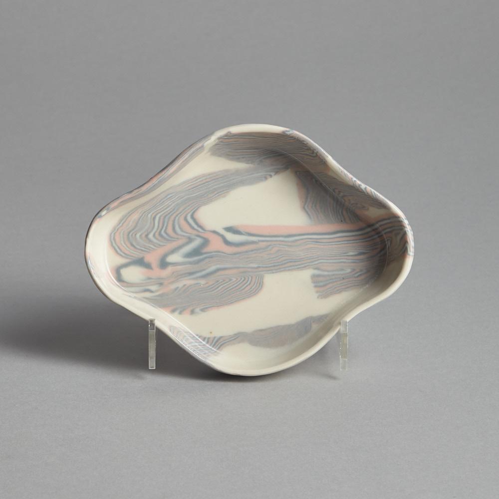 Craft - SÅLD Litet Fat Rosa/Grå Frida Mälarborn Hoshino